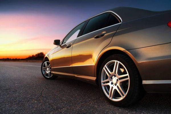 Usuwanie filtra cząstek stałych z auta w serwisie